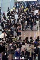 4차 대유행 앞두고 '붐비는 김포공항' [포토]