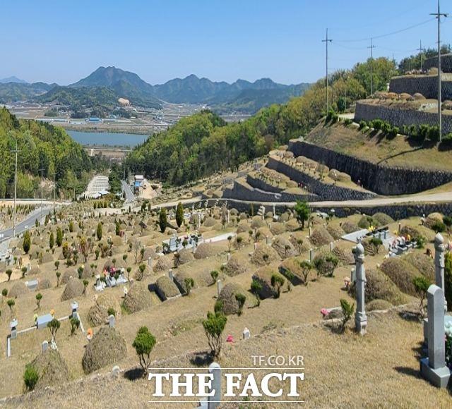 구미시 선산공원묘원/구미=김서업 기자
