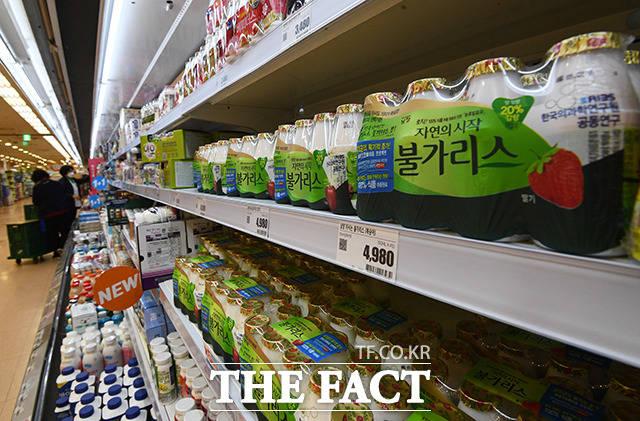 남양유업의 불가리스 과대광고 논란이 지속되고 있는 19일 오전 서울 용산구의 한 마트에 불가리스가 진열돼 있다. /이동률 기자