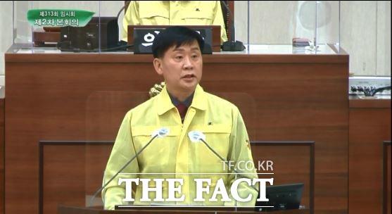 부산진구의회 김재운 의원은 19일 열린 제313회 임시회 구정질문에서 지지부진한 부전도서관 재개발의 문제점을 지적했다. /부산=조탁만 기자.
