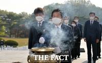 국립 4.19 민주묘지 참배하는 박병석 의장 [TF사진관]