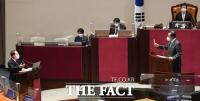 국무총리 직무대행으로 질문 받는 홍남기 [TF사진관]