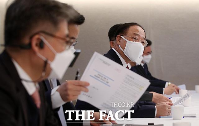 회의 주재하는 홍남기 경제부총리겸 기획재정부 장관.