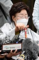 '위안부 손해배상 패소 질문에 눈 감은 이용수 할머니' [포토]