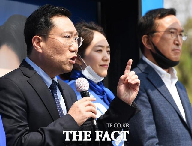 지난해 4월 총선에서 고민정 민주당 광진구을 국회의원 후보 지원유세 당시 양정철 민주연구원장(왼쪽). /배정한 기자