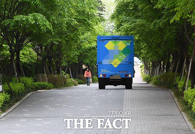 하지만 일부 가구배송 차량 등은 단지내에서 정상적인 운행이 가능했다.