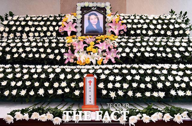 지난 27일 세상을 떠난 배우 천정하의 빈소가 28일 오후 서울 종로구 서울대병원 장례식장에 마련됐다. /사진공동취재단