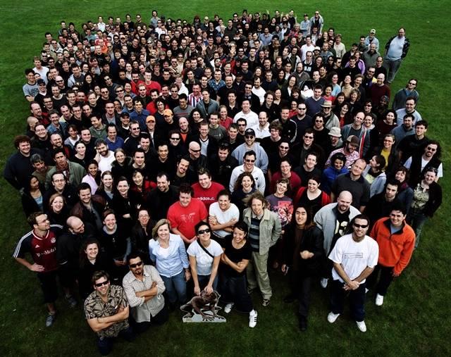 구범석은 반지의 제왕 시리즈의 작업을 위해 뉴질랜드로 향했다. 사진은 뉴질랜드 웨타 디지털(Weta Digital) 단체사진. /스튜디오EVR 제공