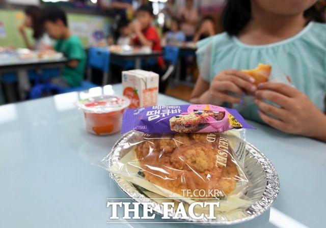 오 시장은 유치원 무상급식 추진과 함께 어린이집 급식도 형평성에 맞게 추가 지원도 해야 한다고 주장했다. /이동률 기자