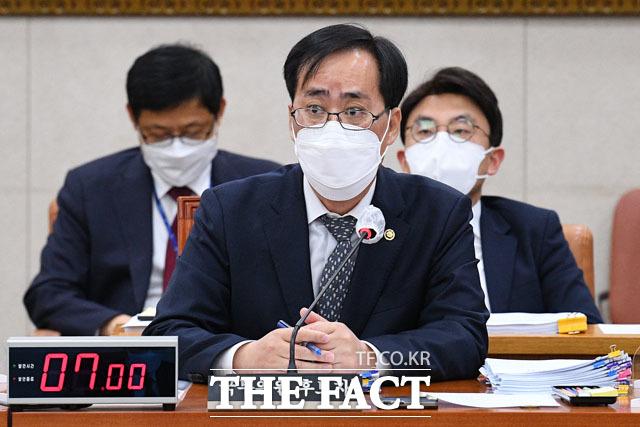 박준영 해양수산부장관 후보자는 주영국 대사관 근무 시절 중고품으로 구입해 자료제출이 늦어지고 있다고 설명했다.