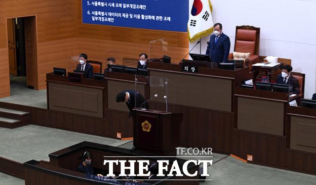 인사하는 오세훈 서울시장.