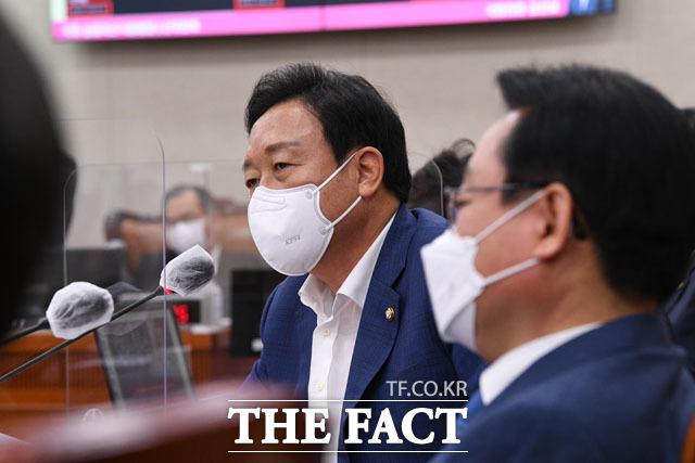 질의하는 국민의힘 김선교 의원. 국민의힘은 박준영 후보자는 수사 대상이라는 주장까지...