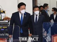 코로나19 백신 관련 보고회 참석하는 송영길 [포토]