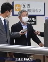 '허위사실 공표' 최강욱, 결심 공판 출석 '굳은 표정' [TF사진관]