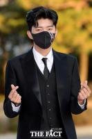 '흡연 논란 사과' 임영웅, '건행' 전도사의 아쉬운 오점 [TF확대경]