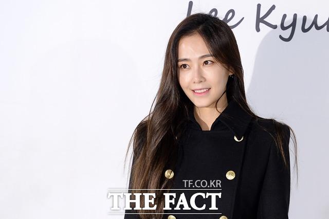 배우 홍수현이 동갑내기 비연예인과 5월에 결혼한다고 전했다. /더팩트 DB