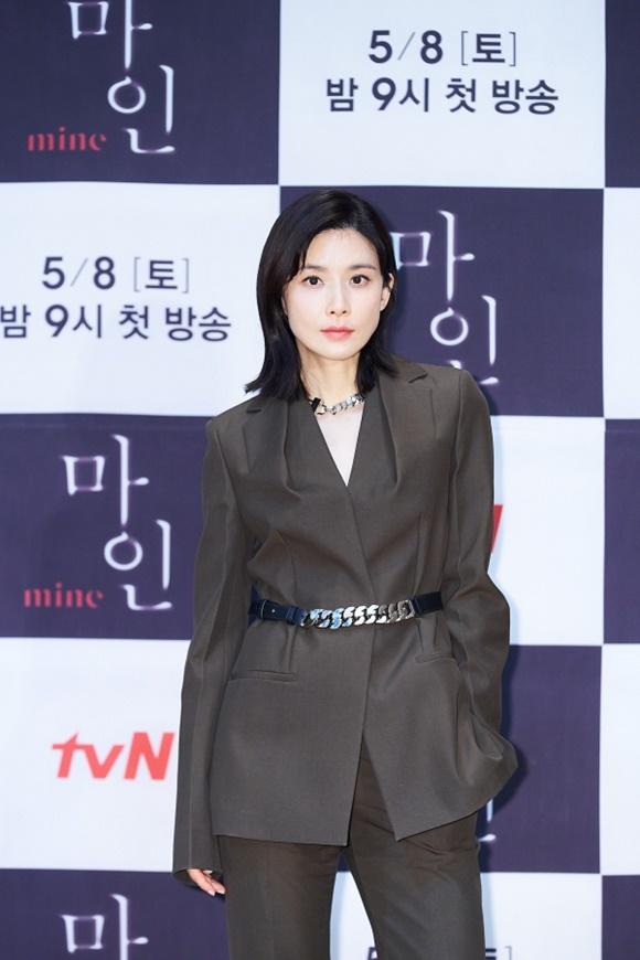 이보영은 캐릭터 간의 협업으로 재미있는 이야기가 나올 것 같아 출연을 결심했다고 밝혔다. /tvN 제공