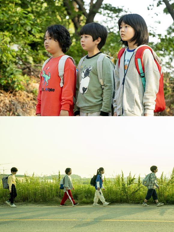 싱어송라이터 이진아는 영화 아이들은 즐겁다로 영화 음악감독 데뷔를 알렸고, 영화 속 OST 전곡을 작사·작곡했다. /영화 스틸컷