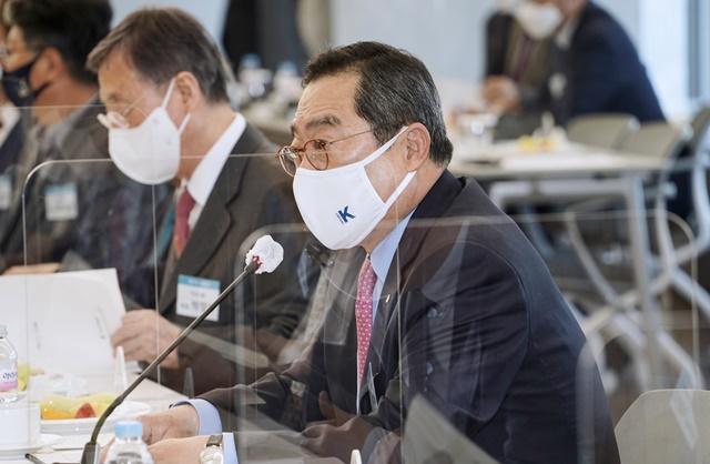 구자열 무역협회 회장이 11일 서울 삼성동 트레이드타워에서 열린 제31대 회장단 첫 회의에서 인사말을 하고 있다. /무역협회 제공