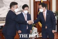 국회의장 주재 회동 갖는 윤호중-김기현 [TF사진관]
