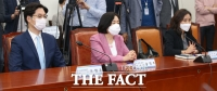백신점검단 회의 참석한 아스트라제네카-존슨앤존스-화이자 [포토]