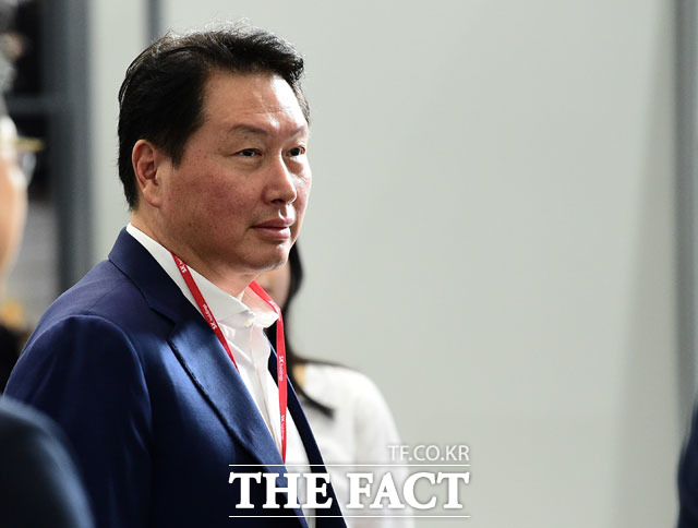 13일 대한상공회의소에 따르면 최태원 회장이 이날 오후 국회를 찾아 박병석 국회의장을 비롯해 여야 지도부를 예방할 예정이다. /더팩트 DB