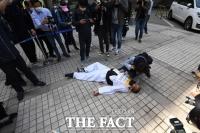 시위 도중 쓰러진 김정남 아시아나케이오 노조 지부장 [TF포착]
