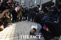 법원에서 쓰러진 김정남 아시아나케이오 노조 지부장 [포토]