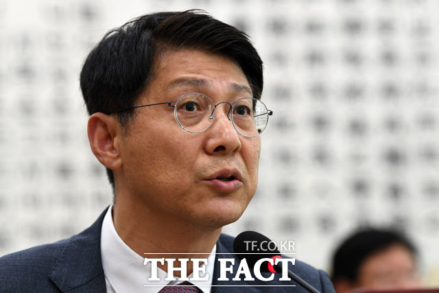 이재용 삼성전자 부회장의 변호인단에 합류했던 김형연 전 청와대 법무비서관이 논란 끝에 사임했다. /남윤호 기자
