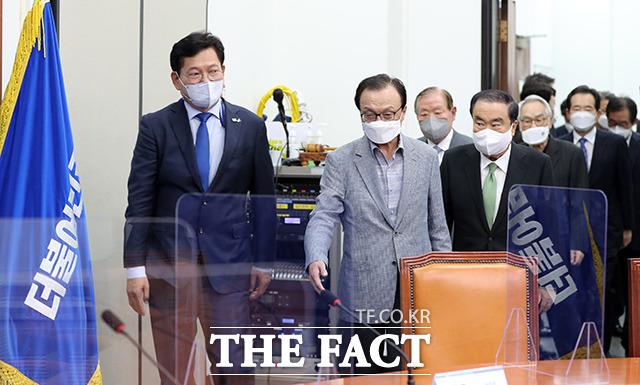 더불어민주당 상임고문단 간담회 참석하는 송영길 대표와 상임고문단