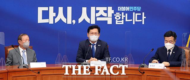 상임고문들 앞에서 인사말하는 송영길 대표