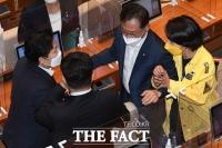 국회서 언쟁 벌이는 류호정-문정복 [TF사진관]