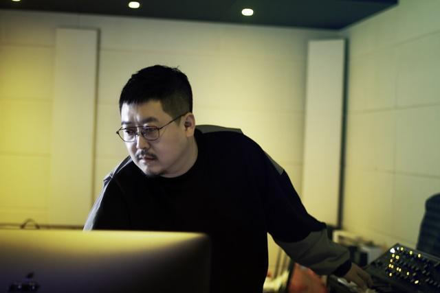 박성일 음악감독은 시그널 OST를 작업하며 레트로 감성을 살리기 위해 일부러 빈티지한 장비들을 사용하기도 했다. /호기심스튜디오 제공