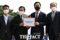 국민의힘, 청와대 찾아 항의서한 전달 [TF사진관]