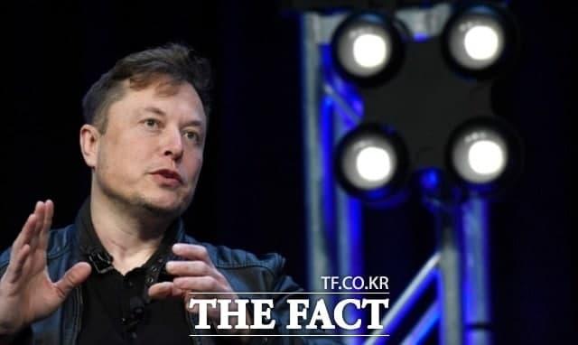 테슬라가 비트코인 결제 허용을 중단한다는 일론 머스크 최고경영자(CEO)의 트윗 이후 약 3시간 만에 전체 가상화폐 시가총액에서 3658억5000만달러(약 414조7000억원)가 증발했다. /AP.뉴시스