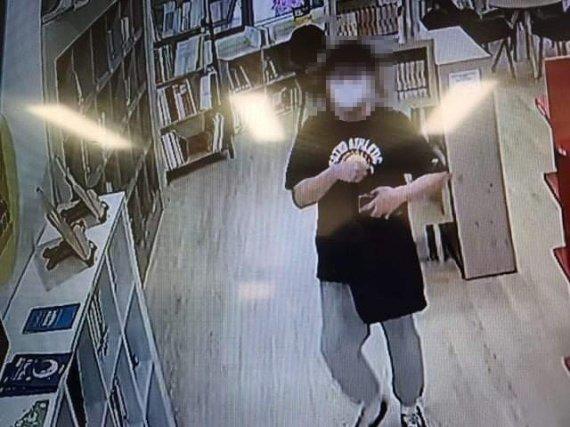 천안 한 도서관에서 음란행위를 한 20대 남성이 구속됐다. /페이스북 페이지 천안에서 전해드립니다 갈무리