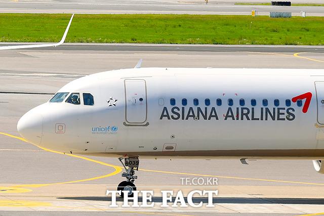 아시아나항공이 올해 1분기 영업적자를 기록했다. 다만, 전년 동기 대비 적자 규모를 대폭 줄였다. /더팩트 DB