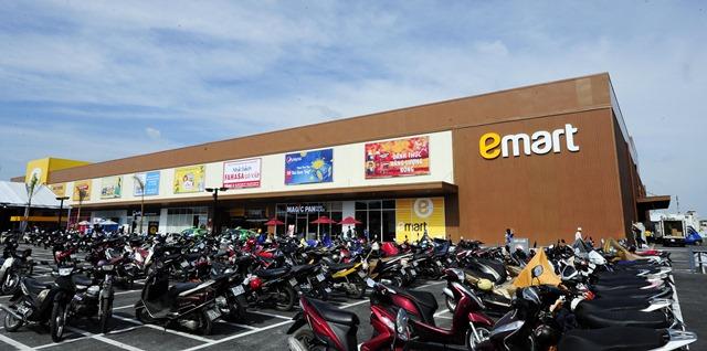이마트가 베트남 매장 직영 운영을 중단한다. 사진은 베트남 호치민시에 위치한 베트남 1호점 고밥점 모습. /이마트 제공