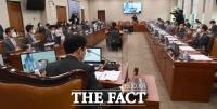 국회, 손실보상법 관련 입법청문회 실시 [TF사진관]