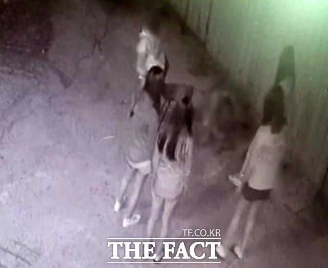 경북 포항북부경찰서는 아동·청소년의 성보호에 관한 법률 위반 혐의로 A(20)씨 등 남성 3명과 B양 등 여중생 4명에 대해 구속영장을 신청할 방침이라고 18일 밝혔다. 사진은 기사 내용과 관계 없음. /뉴시스