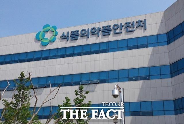'알몸 김치' 파문에 검사 강화했더니…중국산 김치 15개서 식중..