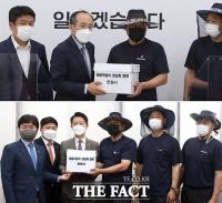 쌍용차 노조, 도보로 국회 도착…'정상화 염원' 탄원서 제출 [TF사진관]