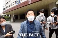 대북전단 살포 혐의 박상학, '경찰청 앞에서 소환 불응... 발길돌려' [TF사진관]