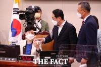 법제사법위원회 '사회권' 놓고 항의하는 김도읍 [TF사진관]