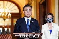 미 하원의원들 만난 문재인 대통령 [TF사진관]