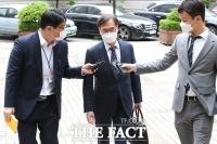 정진웅, '취재진 질의에 묵묵부답' [포토]