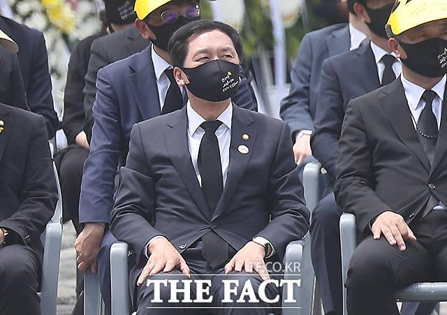 추도식에 참석해 생각에 잠겨 있는 김기현 국민의힘 대표 권한대행 겸 원내대표.