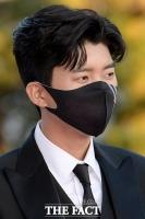 [강일홍의 클로즈업] '흔들림 없는' 임영웅의 '콘크리트 팬심' 왜?