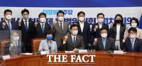 백신·치료제특위, 정부 인사 참석한 1차 회의 [TF사진관]