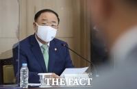소재·부품·장비 경쟁력강화위원회에서 발언하는 홍남기 [TF사진관]